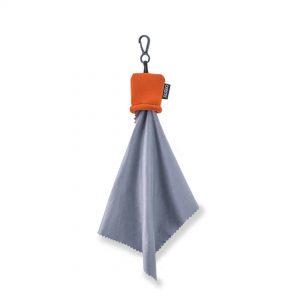 Orangefarbenes Beuteletui mit Mikrofaser-Reinigungstuch